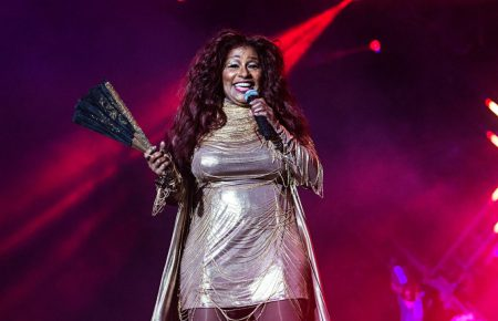 chaka khan singing on stage